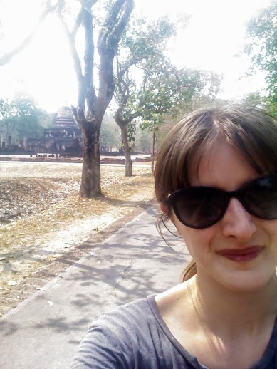 Trying to selfie with Wat Chang Lom in the background